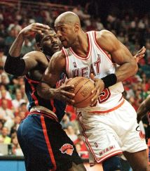 Alonzo Mourning face aux Knicks aux playoffs 1999 (c) DR