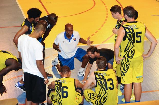 Ken Dancy coachant les jeunes à Agde