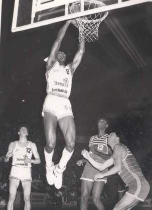 Ken Dancy au dunk - Tours