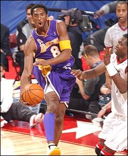 Kobe Bryant dans ses oeuvres lors du All-Star Game en 2002 (c) Getty