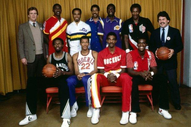 Les participants au concours de dunk en 1984 (de haut en bas) : Wilkins, Griffith, Erving, Cooper, Drexler, Jones, Nance, Sampson et Woolridge (c) Getty