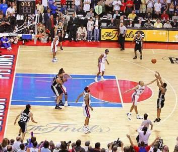 Robert-Horry-s-game-winner-vs-Pistons-san-antonio-spurs-8857740-666-571