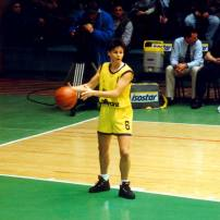 Sandy Brondello ballon en main lors de l' Euroligue 1996 avec Wuppertal (c) Nicotango.com