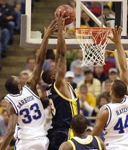 Dwyane Wade au dunk lors de la finale régionale 2003 avec Marquette contre Kentucky (c) enquirer.com