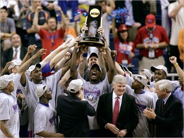 La célébration du titre par les Kansas Jayhawks en 2008 (c) Reuters