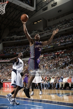 Boris Diaw au panier lors du Game 1 Phoenix-Dallas (c) Getty