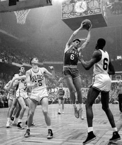 1958 - Tommy Heinsohn au rebond pour le seul titre des Hawks