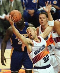 Jason Kidd aux rebonds lors du Game 4 de la série Suns-Lakers en demi-finale de conférence Ouest (c) Getty