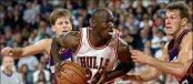 Jordan face à Majerle lors du Game 5 de la Finale NBA 1993 (c) Getty