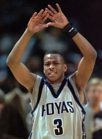 Allen Iverson, bras levés - Georgetown Hoyas (c) Roberto Borea - AP