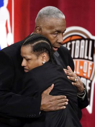 Allen Iverson - John Thompson au Hall Of Fame en septembre 2016 20 ans après leur collaboration à Georgetown (c) Twitter NBA Usa Today