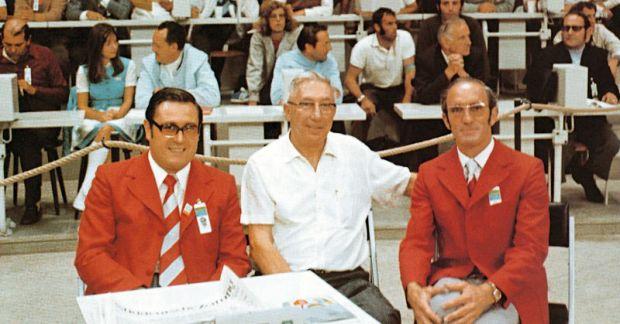 Jones, ici entouré de Manfred Stroher (gauche) et Alistair Ramsay (droite) constituant le comité technique des JO 1972.