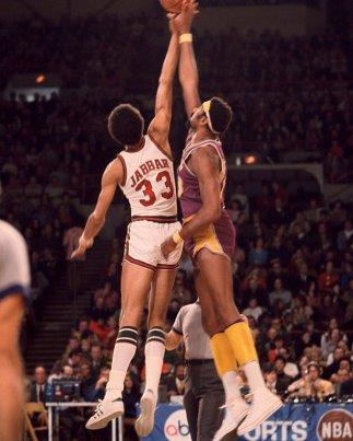 kareem-abdul-jabbar-vs-wilt-chamberlain-jump-ball-retro-images-archive