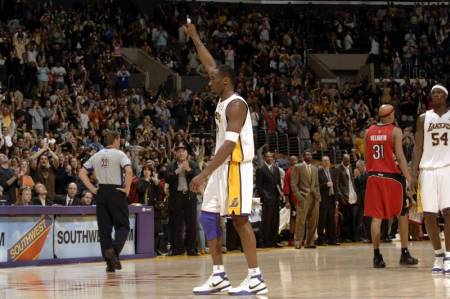hi-res-56648126-kobe-bryant-of-the-los-angeles-lakers-points-in-the-air_crop_north