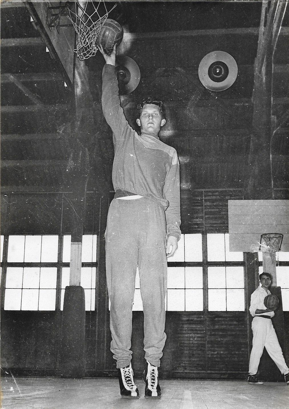 1955 05 19 JCL pose à l'entrainement (couv Equipe 2836 19 mai55)